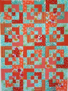 Red and Turquoise Bento Box from Saidos da Concha Box Patterns, Quilt Patterns, Quilting Ideas, Log Cabin Quilts, Miniature Quilts, Red Sofa, Half Square Triangles, Blue Quilts, Quilt Making