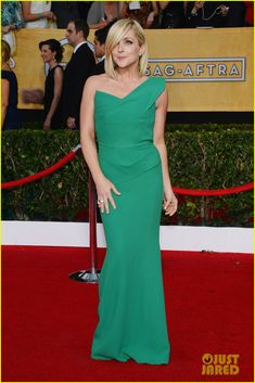 jane krakowski katrina bowden sag awards 2014 red carpet 01 Jane Krakowski is gorgeous in green at the 2014 Screen Actors Guild Awards held at the Shrine Auditorium on Saturday (January 18) in Los Angeles.    The 40-year-old…