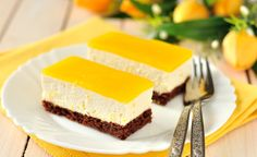 Cheesecake jelly slice - Starts at 60 Jelly Cheesecake, Lemon Cheesecake Bars, Jelly Slice, Law Carb, Chocolate Biscuits, Savoury Dishes, Sweet Recipes, Good Food, Dessert Recipes