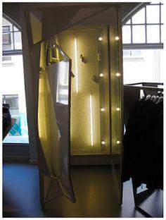 Grote spiegel/ paskamer in de vormen van het plafond