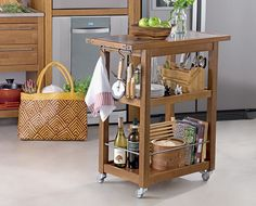 Kitchen Island Bar, Kitchen Cupboards, Kitchen Storage, Pallet Furniture Designs, Small Furniture, Butcher Block Tables, Indoor Outdoor Furniture, Diy Interior, Cool Kitchens