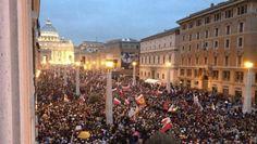 #Roma invasa dai fedeli nella giornata dei due #Papi. Come ha affrontato l'evento la #Capitale? Scoprilo cliccando sull'immagine.