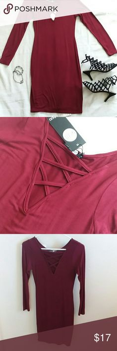 """Criss Cross Bodycon Dress BNWT Never Worn! Burgundy color, Size US 4, Form Fitting, Stretchy Material, Midi, Thin Material Perfect For Hot Weather! Measurements: 90"""" L, 13"""" W, Super Cute Front! Boohoo Dresses Midi"""