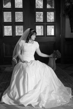copyright 2012 Pixels On Paper.  http://www.pixelsonpaper.biz #bride #weddingphotography #wedding #traditional #photography