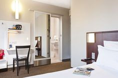L'Abbate Italia: Hotels Libertel - Paris. Livia chair.