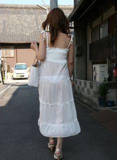 白スカートや白パンツで素人が透けパン 22