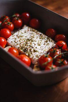 Feta pasta - ezért a tésztareceptért őrül meg most az internet - Kárai Dávid Feta Pasta, Penne, Internet, Vegetables, Food, Essen, Vegetable Recipes, Meals, Yemek