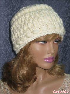 Ох и долго же моя двоюродная сестра уговаривала меня связать ей шапочку с шарфиком, не соглашалась только потому, что знаю как трудно подобрать модель, чтобы была к лицу.