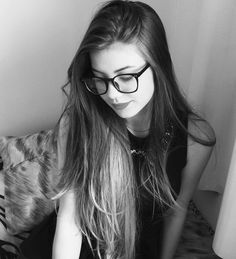 """11.2 mil Me gusta, 135 comentarios - E R I K A (@erikagraziele) en Instagram: """"(S4 traseira)"""" Tumblr Me, Tumblr Girls, Selfies, Girls With Glasses, Long Hair Styles, Instagram, Beauty, Beautiful, Couples"""