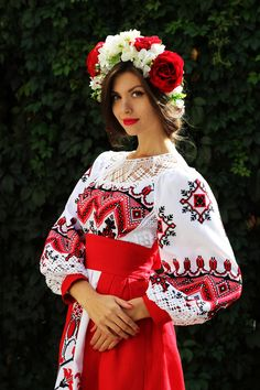 Traditional Fashion, Traditional Outfits, Folk Fashion, Womens Fashion, Ethno Style, Costumes Around The World, Fashion Models, Fashion Outfits, Russian Beauty