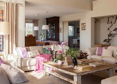 Keltainen talo rannalla: Värikästä, romanttista ja valkoista Love pink !!!