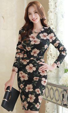 StyleOnme_Floral Print Shirred Wrap Dress #floral #elegant #feminine #dress #koreanfashion #kstyle #kfashion #datelook #falltrend