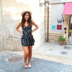 Mimi Ikonn | Flower jumpsuit, Stella McCartney bag, straw hat | Beach outfit