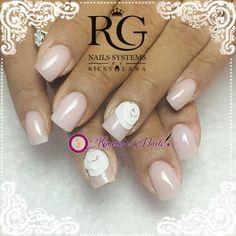 Diseño de salón     Acrílicos Atacantes R & G Nails Systems #RyGNails de la más alta calidad adquierelos con tu Distribuidor más cercano #kimerasnails #nails #uñas #acrylicnails #nude #sculturenails #prettynails #naturalnails #glitter #acrilicodecolor #naildesign #silk