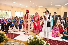 Sikh ceremony http://www.maharaniweddings.com/gallery/photo/64358 @aismphotography