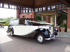 Wow. I love old fashioned cars. Would so have this for my wedding car if I had the money