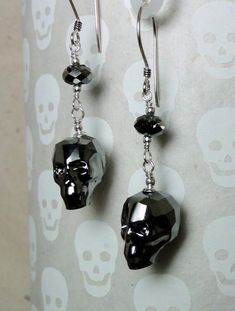 Coolest Swarovski crystals EVER! Silver Night faceted skulls accented with more Swarovski crystals, and sterling silver. LOVE these earrings! Skull beads measure Earrings measure aprx in length. Skull Earrings, Skull Jewelry, Silver Earrings, Drop Earrings, Beaded Skull, Crystal Skull, Beading Projects, Swarovski Crystals, Beads
