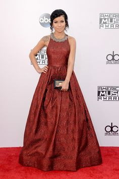 We're Liveblogging Every Look From The American Music Awards Red Carpet
