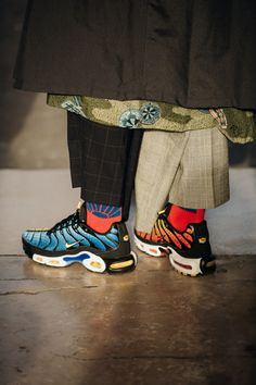 Vogue's street-style photographer Jonathan Daniel Pryce turns his lens on the French capital's best-dressed Men's Street Style Paris, Cool Street Fashion, Fashion Week Hommes, Paris Fashion, High Fashion, Nike Tn, Street Trends, Swag Shoes, Best Mens Fashion