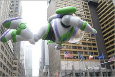 Happy Thanksgiving USA – pictures from Macys Parade in NYC, New York City, Manhattan, balloons, Toystory, Buzz Lightyear