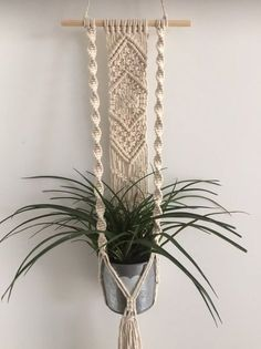 macrame plant hanger+macrame+macrame wall hanging+macrame patterns+macrame projects+macrame diy+macrame knots+macrame plant hanger diy+TWOME I Macrame & Natural Dyer Maker & Educator+MangoAndMore macrame studio Wall Plant Holder, Macrame Plant Holder, Plant Wall, Plant Decor, Macrame Design, Macrame Art, Macrame Knots, Macrame Projects, Yarn Projects