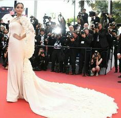 Sonam Kapoor in Ralph and Russo - Cannes 2016