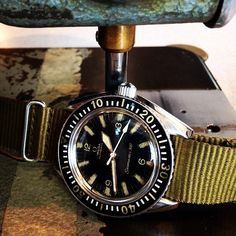 Great patina on this #omega #seamaster #300 from 1962. The green #nato compliments the dial and hands just perfect!  www.amsterdamvintagewatches.com vintageomega #toolwatch #military #divewatch...