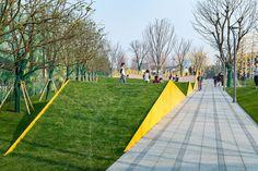 The Folds – A Topographic Sensation by Lab D+H « Landscape Architecture Platform Landscape Architecture Model, Architecture Portfolio, Landscape Design, Architecture Diagrams, Plaza Design, Terrace Design, Public Space Design, Public Spaces, Modern Landscaping