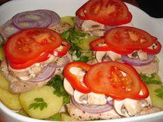 Nem vagyok mesterszakács: Frissen sült karaj színes zöldségekkel, sajttal, vajas-petrezselymes krumpliágyon, cserépben sütve Caprese Salad, Vegetables, Food, Vegetable Recipes, Eten, Veggie Food, Meals, Veggies, Diet