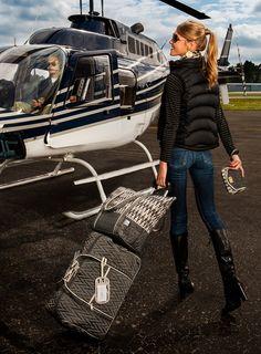 Travel chic, luxury travel, travel style, billionaire lifestyle, rich l Travel Chic, Luxury Travel, Travel Style, Fly Travel, Travel Wear, Rich Lifestyle, Lifestyle Fashion, Luxury Lifestyle Women, Foto Real