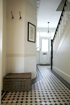 From marble slabs to mosaic patterns, discover the top 50 best entryway tile ideas. Explore rustic to modern foyer flooring design inspiration. House Design, Foyer Design, Hallway Inspiration, Entryway Tile, London House, Flooring, Hall Flooring, Hall Tiles, Tiled Hallway