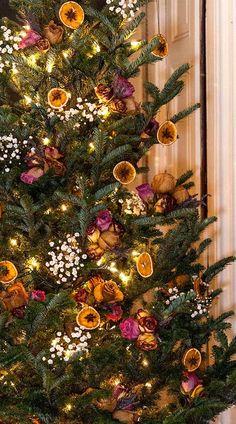 Christmas Tree Box Stand, Natural Christmas Tree, Gold Christmas Tree, Elegant Christmas, Rustic Christmas, Christmas Diy, Beautiful Christmas, Diy Christmas Decorations For Home, Christmas Tree Themes