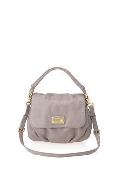 One of our best sellers, the Classic Q Ukita is a key Marc by Marc Jacobs accessory and the perfect slouchy shoulder bag. The Ukita features our signature logo plaque detailing, as well as a detachable cross-body strap allowing the bag to be worn on the shoulder or as a cross-body. 100% Cow Leather.15