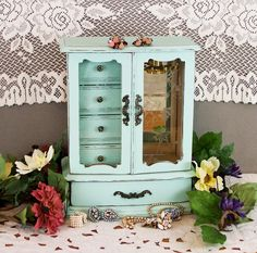 Are You Looking For Jewelry Advice? Jewelry Box Makeover, Painted Jewelry Boxes, Painted Boxes, Jewelry Armoire, Jewelry Cabinet, Jewelry Storage, Jewellery Boxes, Vintage Jewelry, Shabby Chic