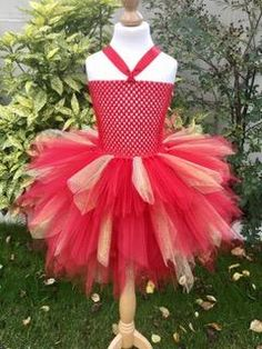 Or Rouge, Christmas Ornaments, Holiday Decor, Voici, Sexy, Dresses, Clothes, Carnival, Vestidos
