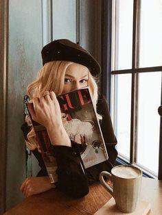 pause café 田 allure style automne hiver fall winter beret - aesthetic Parisian Style Fashion, Parisian Chic, Paris Style, Magazine Vogue, Foto Fashion, Trendy Fashion, Fashion Ideas, Fashion Black, Fashion Pictures