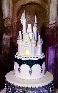 We love subtle Disney inspired elements such as The Haunted Mansion wallpaper print on a wedding cake