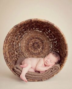 Newborn baby pic in a basket! How cute I have the perfect crate for this!! family photo ideas, engagement photo ideas, newborn photo ideas