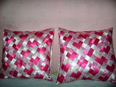 Arts And Crafts, Diy Crafts, Woven Fabric, Fabric Weaving, Diy Clothing, Textile Art, Hand Embroidery, Bed Pillows, Valentines Day