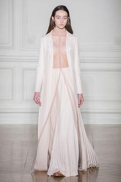 Alta-costura da Valentino olha para as obras do pintor simbolista francês Odilon Redon - Vogue | Desfiles