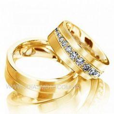Detalhes do Produto:            Par de alianças em ouro,noivado e casamentoem ouro amarelo 18klts 750  Pedras: 035 diamantes 0,80 na aliança feminina  Classificação: P1 - Cor J ou K  Modelo:Lojas de alianças quadrada ondulada anatômica maciça  Largura: 8mm x 2,3 altura  Peso Médio: 29,grs  Acabamento:Alianças de casamento noivadopolido escovado  Detalhes: Disponivel em todos os tamanhos  Garantia: Acompanha certificado de garantia eterna pela autenticidade do teor do ouro 18k e os…