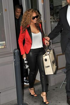Fashion Inspiration is from Beyonce who rocks some serious leather pants with a hot pink blazer and some sweet shades. Would you wear that? Diva Fashion, Fashion Shoot, Fashion Outfits, Womens Fashion, Hot Pink Blazers, Beyonce Style, Passion For Fashion, Celebrity Style, Cute Outfits