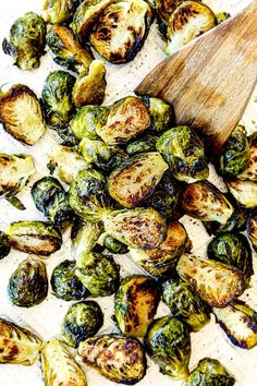 top view of how to roast Brussels Sprouts on a baking sheet Egg Roll Recipes, Sprout Recipes, Vegetable Recipes, Veggie Meals, Vegetable Sides, Veggie Dishes, Balsamic Brussel Sprouts, Roasted Sprouts, Brussels Sprouts