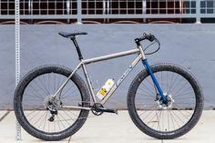 Tyler's Engin Cycles 29+ Rigid MTB - The Radavist Hardtail Mtb, Hardtail Mountain Bike, Mountain Biking, Cycling Bikes, Cycling Jerseys, Titanium Bike, Mtb Bicycle, Commuter Bike, Touring Bike