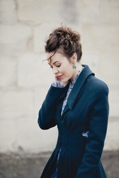 it is the sherlock coat for girls.This is beautiful! How To Have Style, My Style, Real Style, Sherlock Coat, Super Moda, Blazers, Ulyana Sergeenko, Fashion Designer, Mode Inspiration