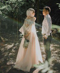 Ideas For Indian Bridal Photography Poses Photo Ideas Wedding Bride Pre Wedding Poses, Bridal Poses, Pre Wedding Photoshoot, Bridal Shoot, Wedding Couples, Wedding Ideas, Romantic Couples, Wedding Pics, Bohemian Bridesmaid
