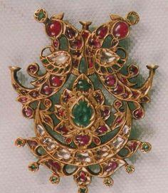 Crafting incomparable Mughal Jewelry, India Jewelry, Gems Jewelry, Antique Jewelry, Beaded Jewelry, Women Jewelry, Locket Design, Jewelry Design, Rajputi Jewellery