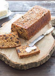 Hoy os presento un delicioso cake o pan, según se mire, para acompañar una taza de té, un Bara Brith a la cerveza muy original. Este pastel proc...