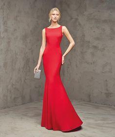 Fabulosa, Red evening dress, bateau neckline