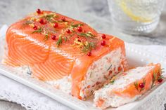 Salmon Recipes 83851 Launch into a sumptuous terrine with smoked salmon, cucumber and fresh cheese! Fresh Fish Recipes, Smoked Salmon Recipes, White Fish Recipes, Easy Salmon Recipes, Easy Soup Recipes, Irish Recipes, Cake Recipes, Slow Cooker Fish Recipes, Smoked Salmon Terrine